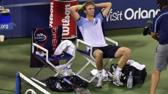 Kevin Anderson si rilassa dopo la vittoria su Andy Murray