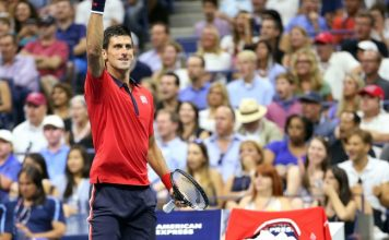Novak Djokovic esulta durante il match contro Roberto Bautista Agut