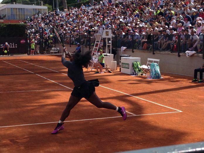 Campi Da Tennis Roma.Wta Roma Serena Williams Danza Sul Campo Da Tennis Di Fronte A