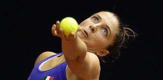 Errani al servizio in Fed Cup (foto Costantini)