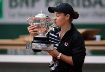 Barty trofeo Roland Garros 2019
